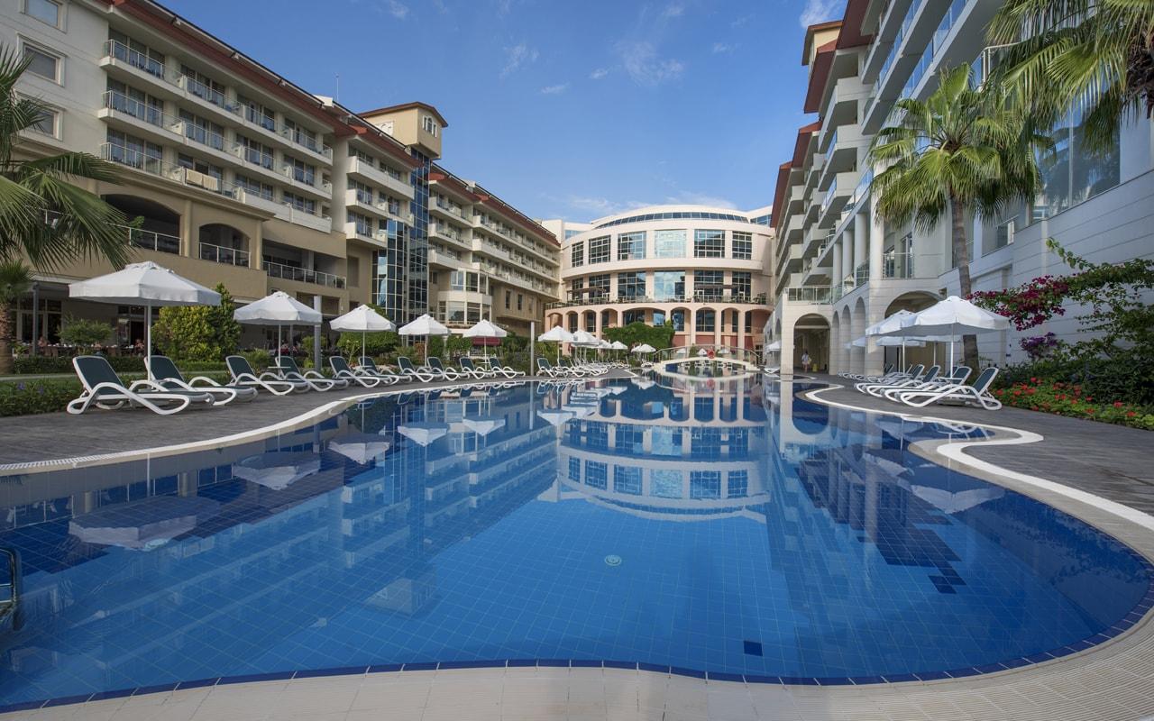 бассейн отеля Barut Kemer