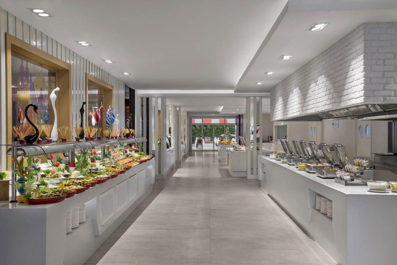 шведская линия в главном ресторане отеля Innvista Hotels Belek