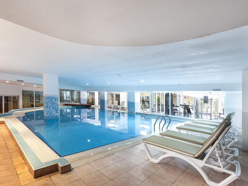крытый бассейн отеля Throne Seagate Belek Hotel