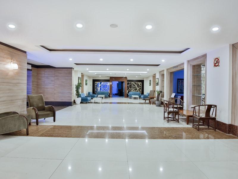 холл отеля Throne Seagate Belek Hotel