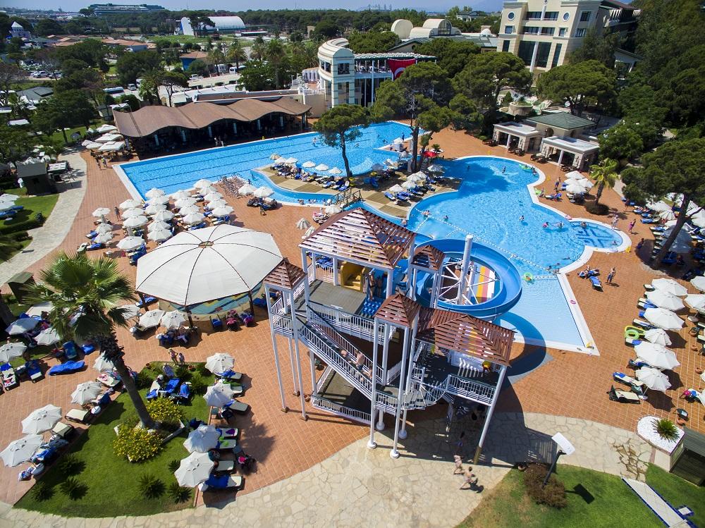 бассейн и водные горки отеля TUI FUN&SUN Club Belek