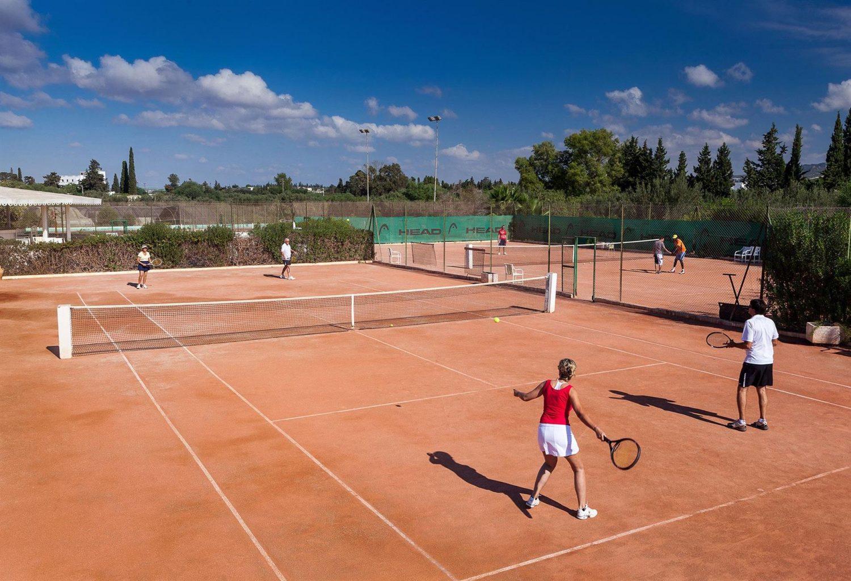 теннисные корты отеля Sentido Phenicia