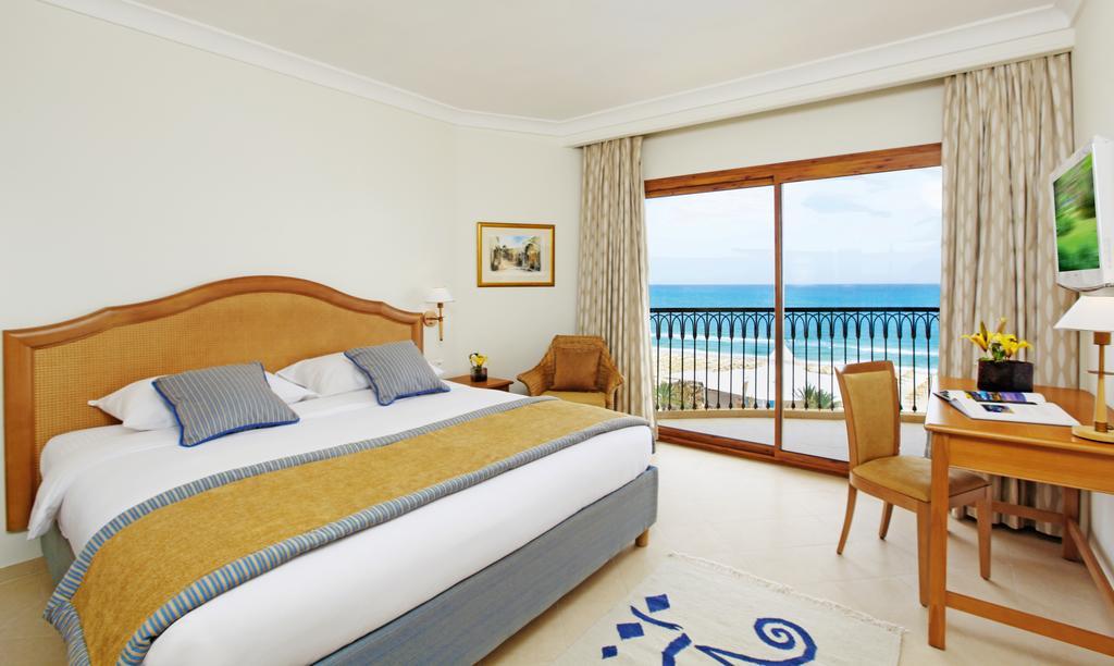 номер отеля Movenpick Resort & Marine Spa
