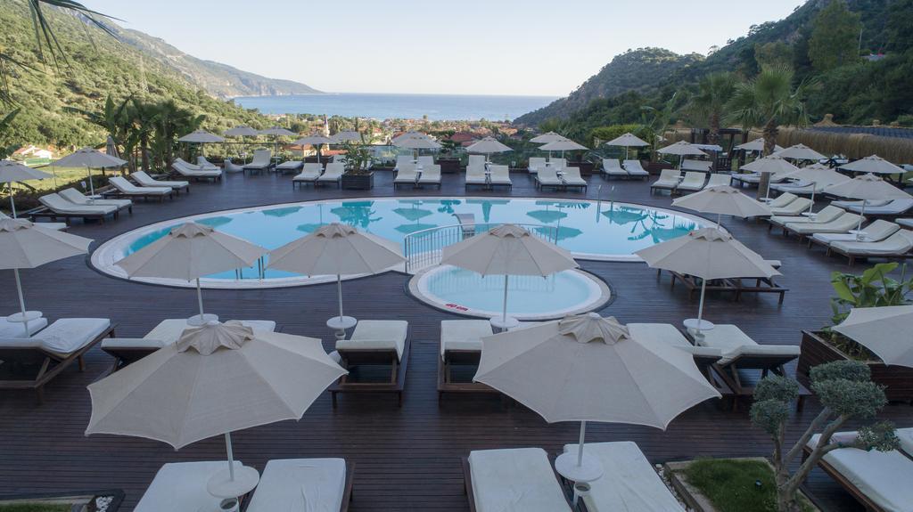 бассейн отеля Manas Park Oludeniz