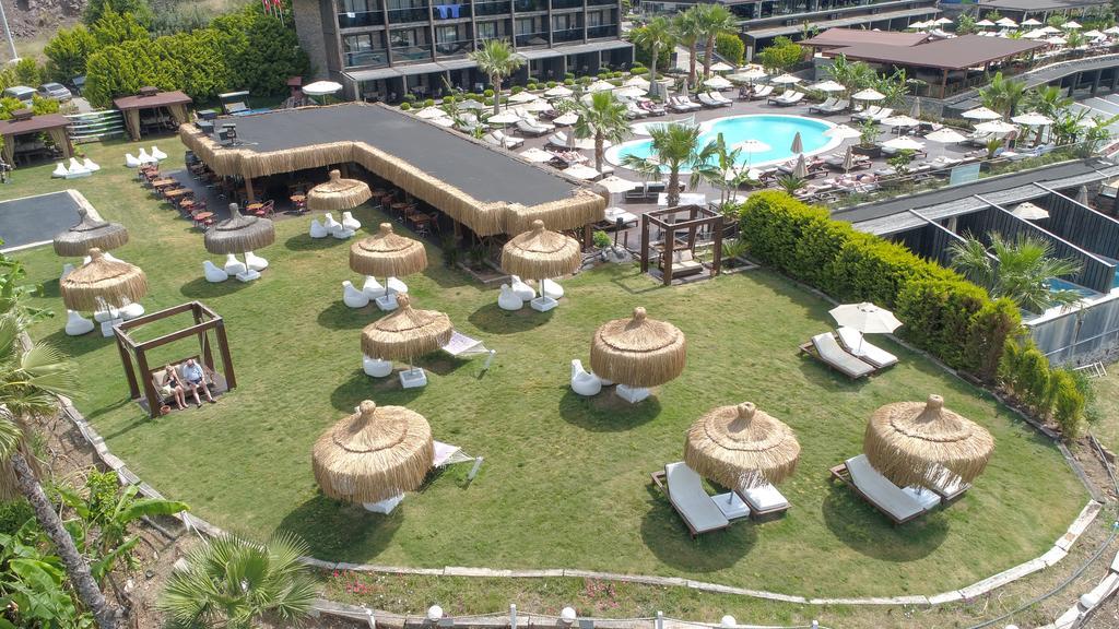 территория отеля Manas Park Oludeniz