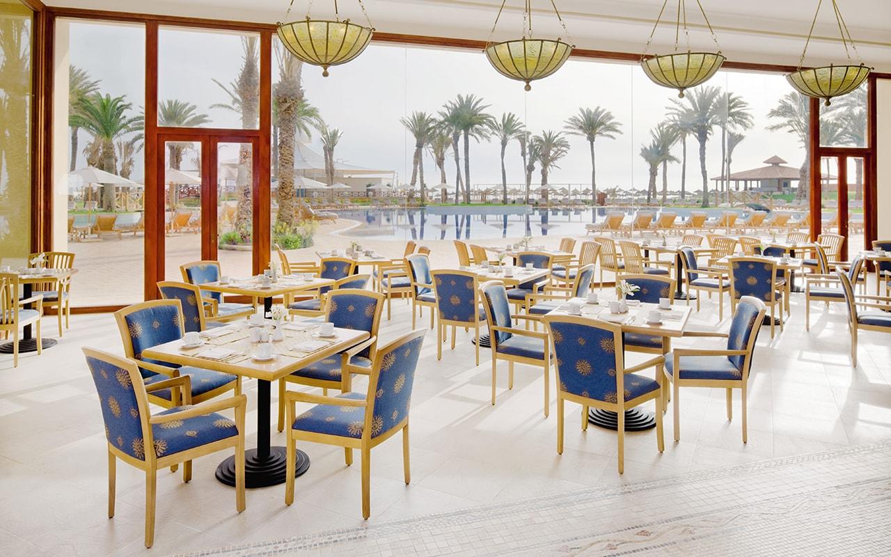 ресторан отеля Movenpick Resort & Marine Spa