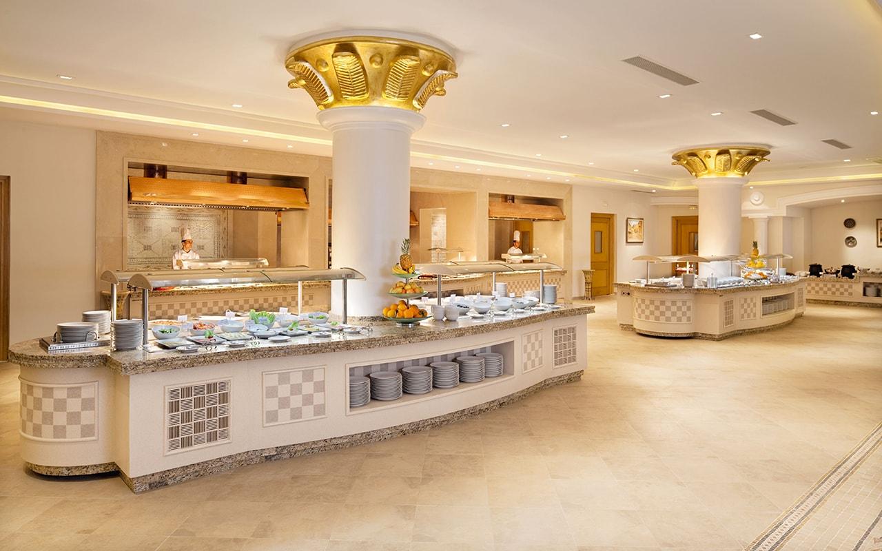 главный ресторан отеля Movenpick Resort & Marine Spa