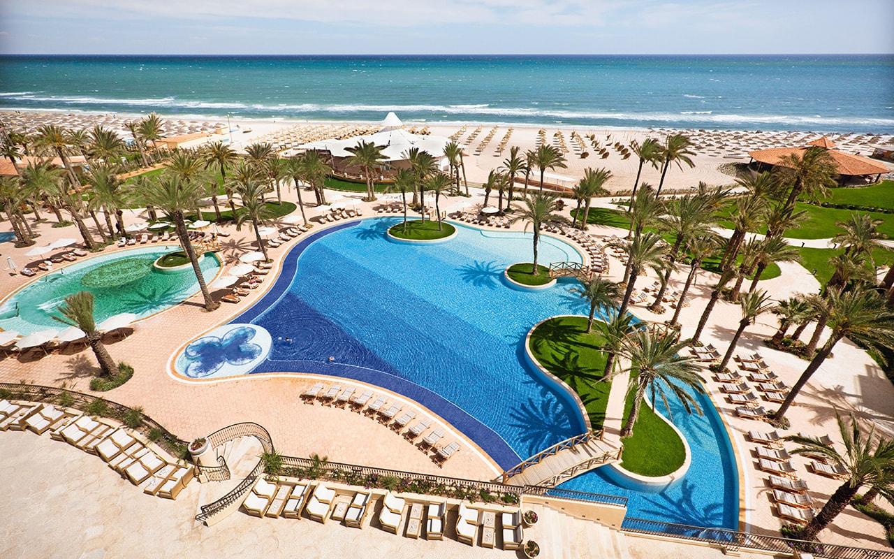 бассейн отеля Movenpick Resort & Marine Spa