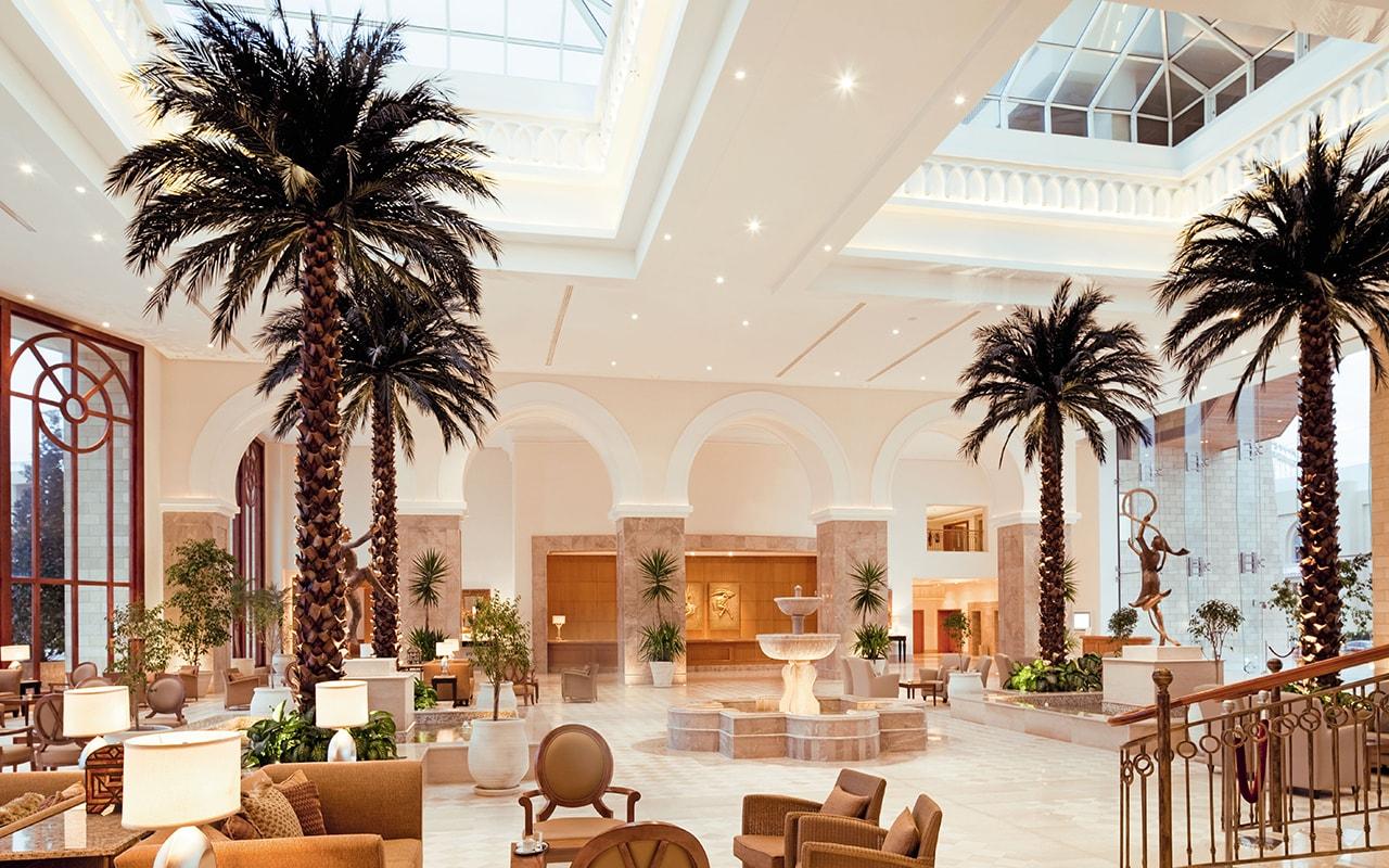холл отеля Movenpick Resort & Marine Spa