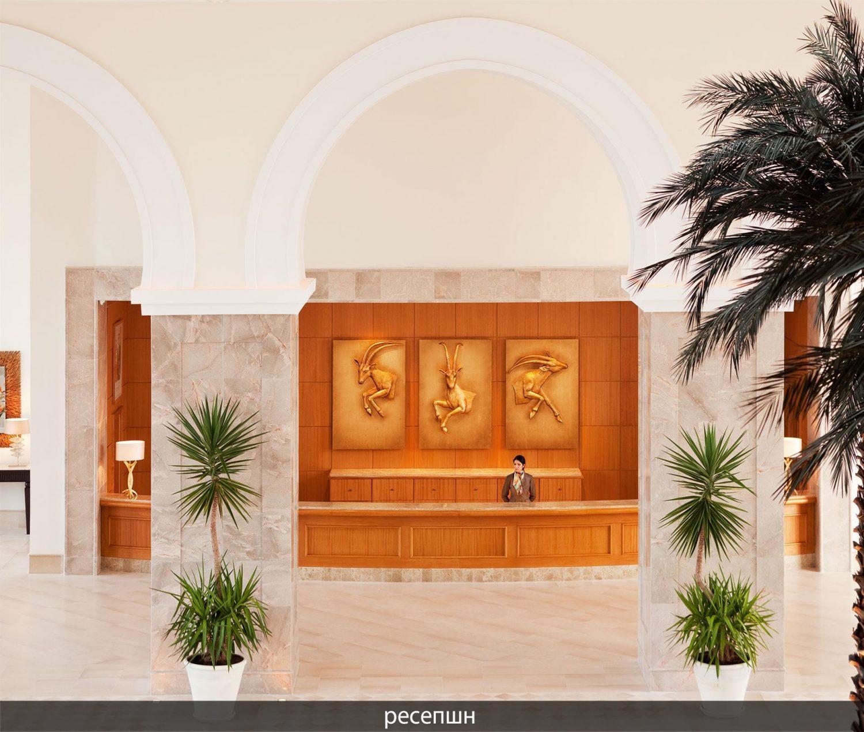 ресепшн отеля Movenpick Resort & Marine Spa