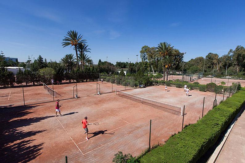 теннисные корты отеля Sahara Beach Aquapark Resort