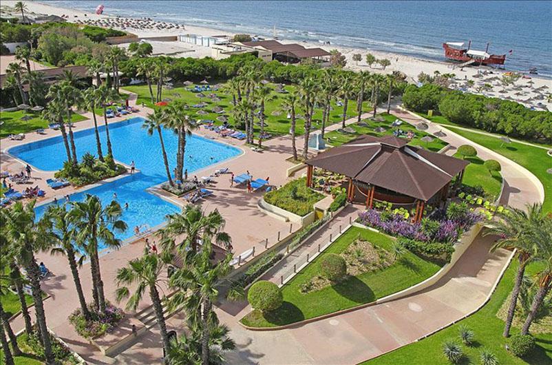 территория отеля Sahara Beach Aquapark Resort