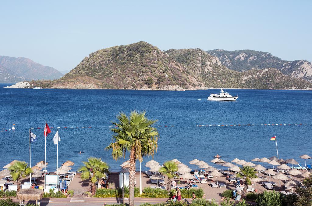 пляж отеля Marti La Perla