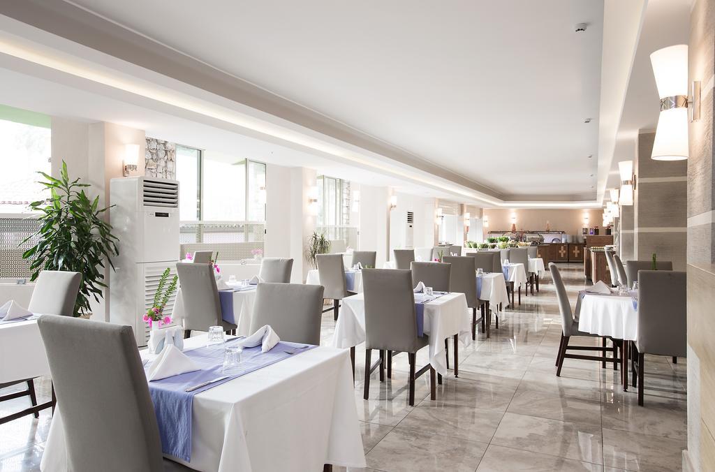 ресторан отеля Marti La Perla