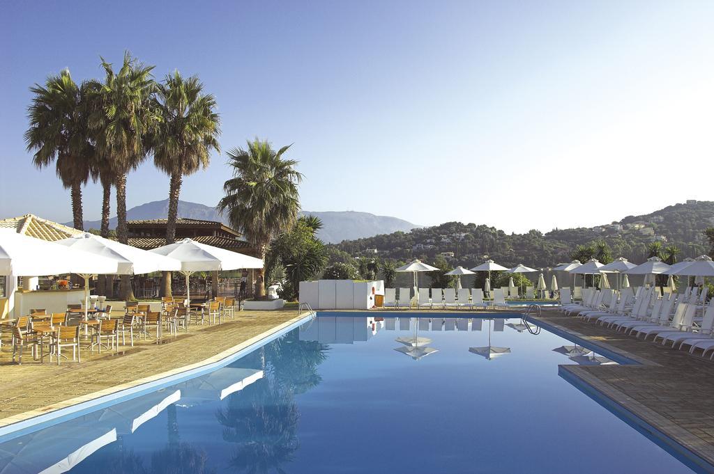 бассейн отеля Louis Corcyra Beach