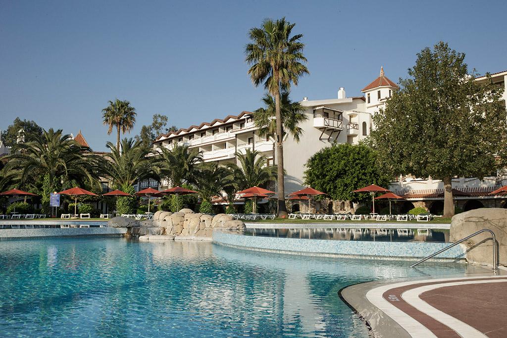 территория отеля Marti Resort