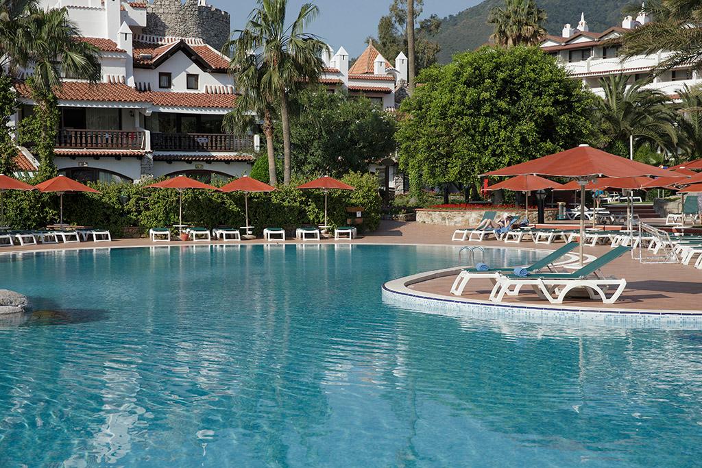 бассейн отеля Marti Resort