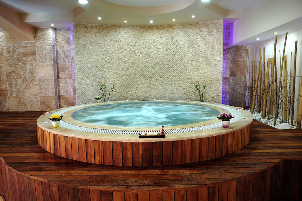 джакузи в спа-центре отеля Marti Resort