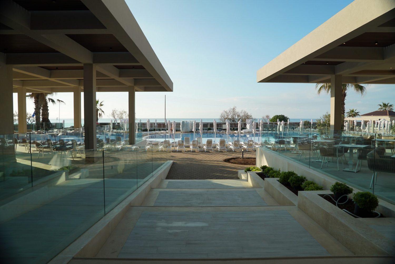 территория отеля Almyros Beach Resort & Spa