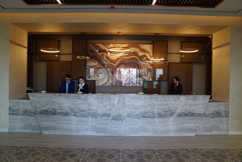 ресепшн отеля Almyros Beach Resort & Spa