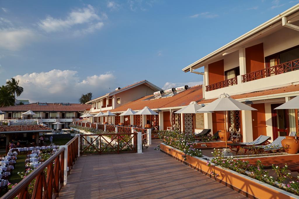 корпус отеля Coral Sands Hotel