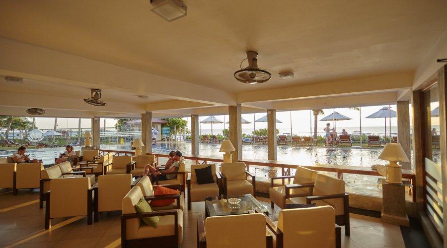 лобби отеля Coral Sands Hotel