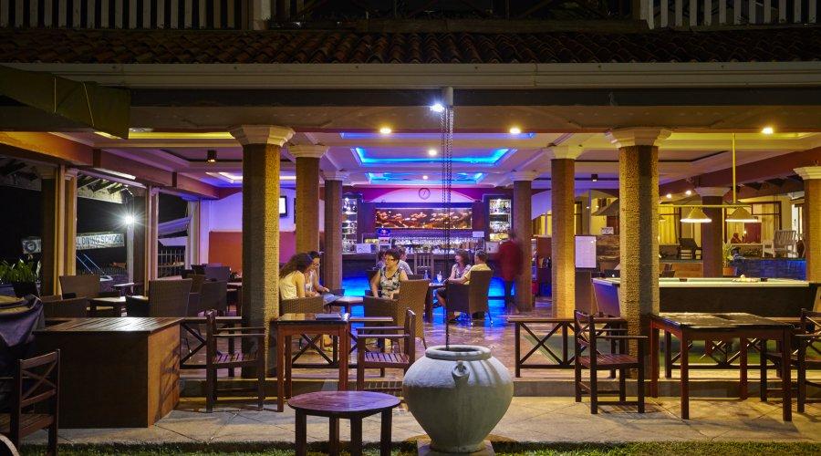 бар отеля Coral Sands Hotel