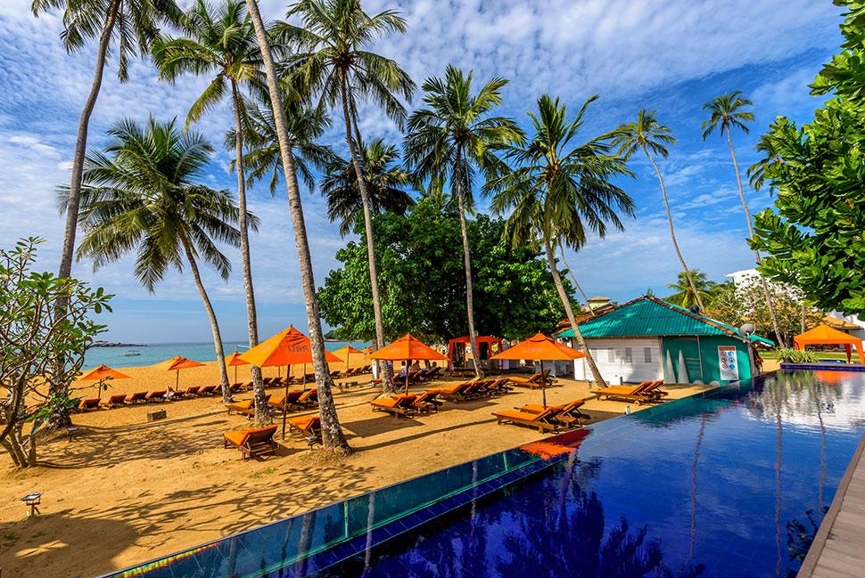 бассейн возле пляжа отеля Calamander Unawatuna Beach