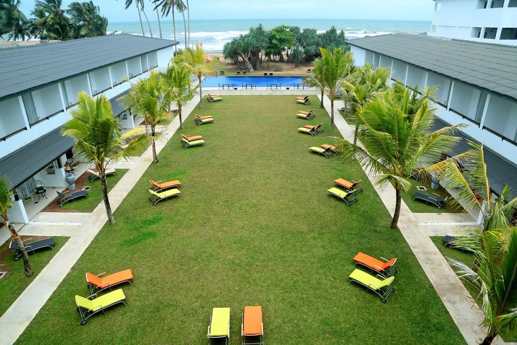 территория отеля Coco Royal Beach Hotel