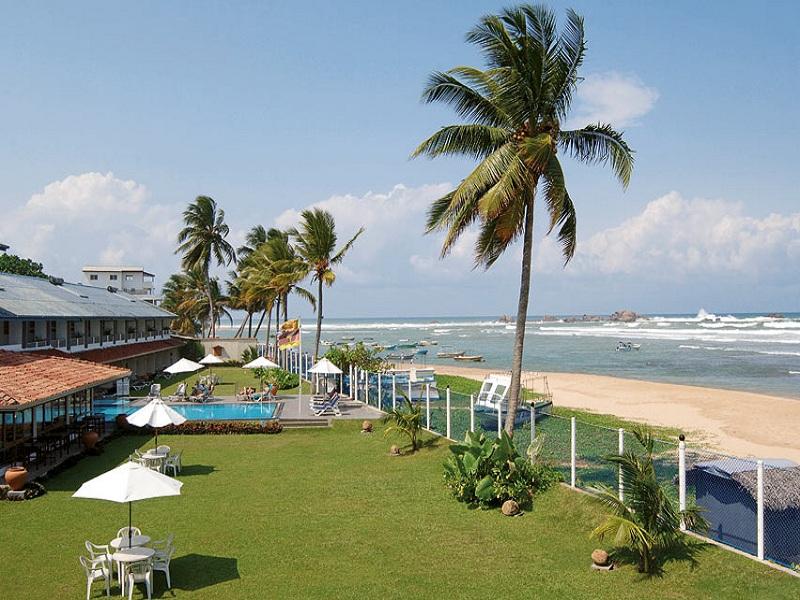 территория отеля Coral Sands Hotel