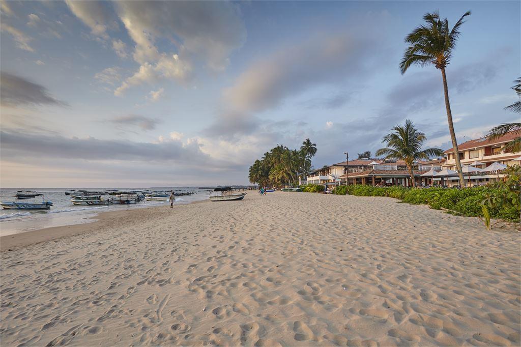 пляж отеля Coral Sands Hotel