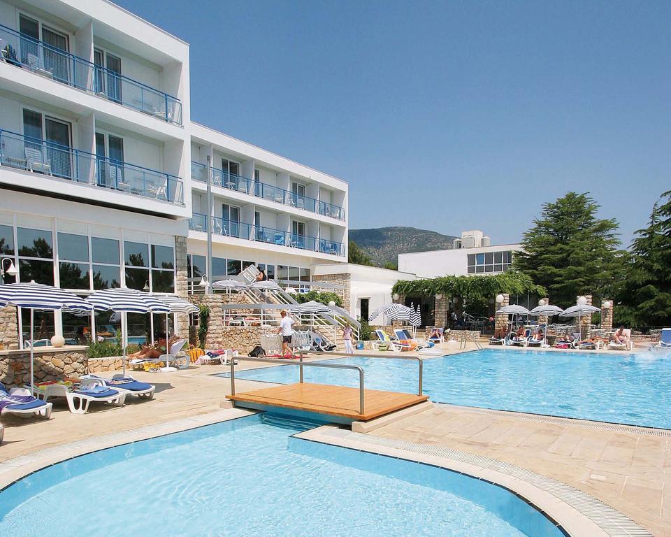 территория отеля Bluesun Hotel Borak