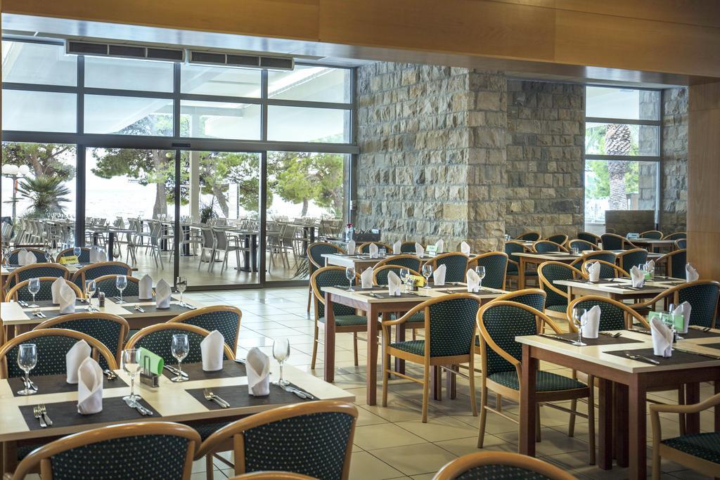 ресторан отеля Bluesun Hotel Alga