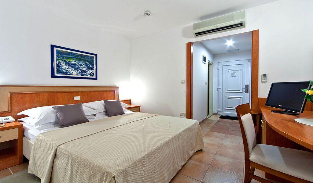 номер отеля Bluesun Afrodita Tourist Resort
