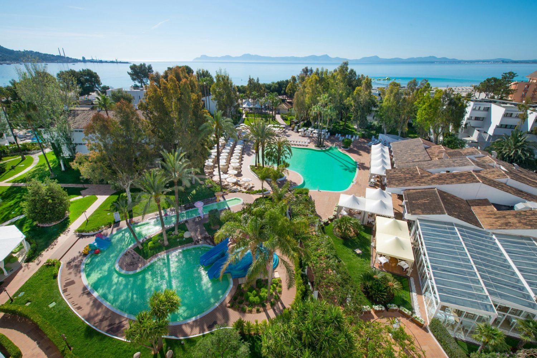 общий вид на территорию отеля Iberostar Ciudad Blanca