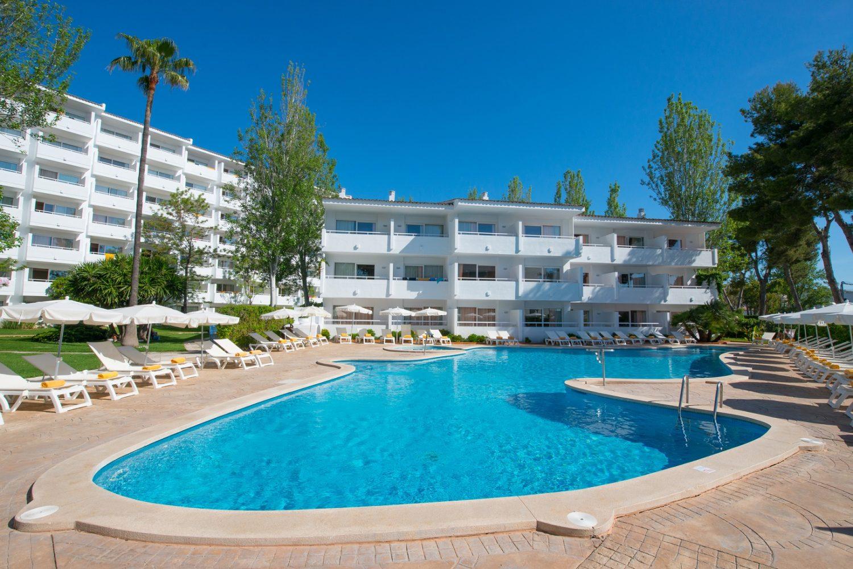 бассейн отеля Iberostar Ciudad Blanca