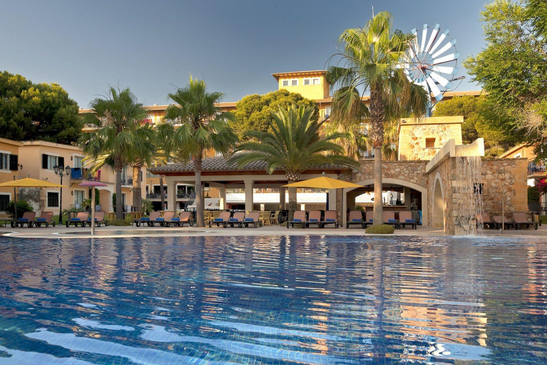 бассейн отеля Occidental Playa de Palma