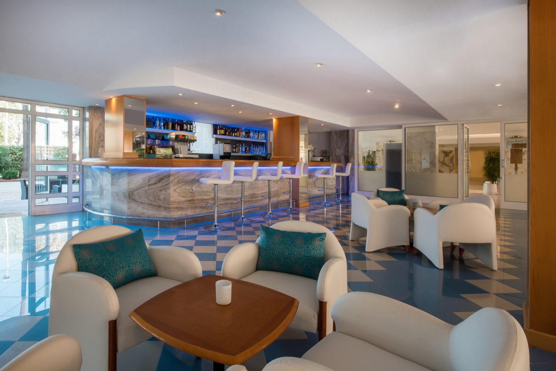 лобби бар отеля Iberostar Ciudad Blanca