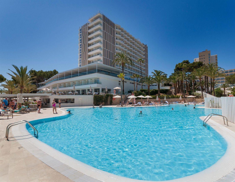 территория отеля Melia Calvia Beach