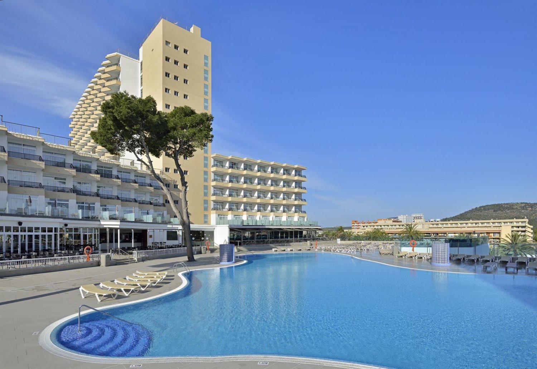 бассейн отеля Sol Barbados