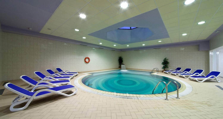 крытый бассейн отеля Bluesun Hotel Alga