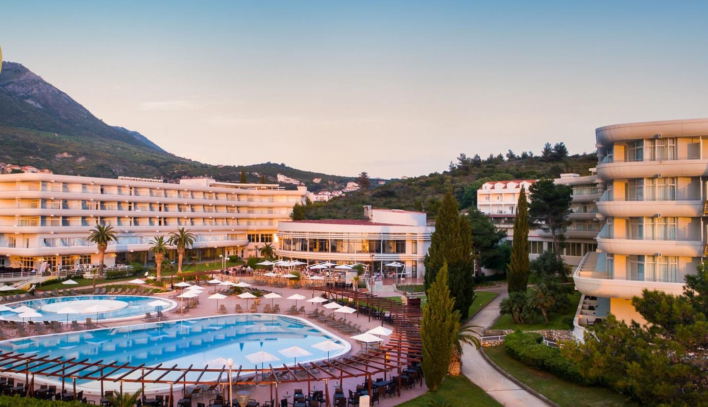 общий вид на территорию отеля Remisens Hotel Albatros