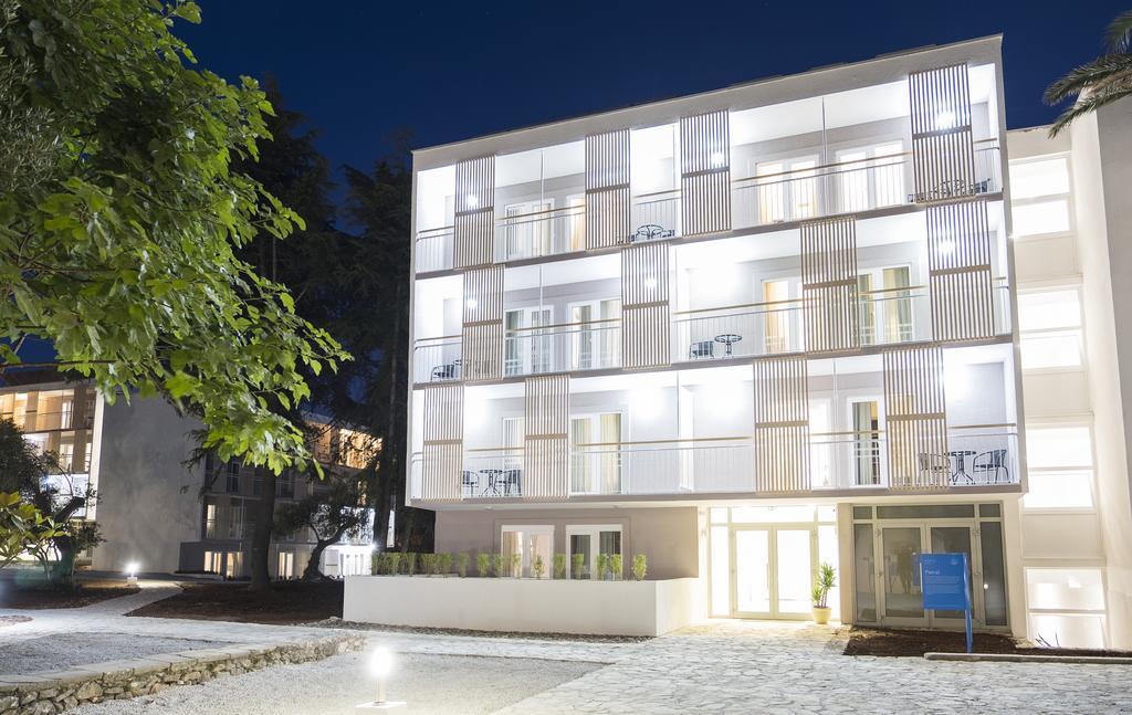 корпус отеля Port 9 Hotel