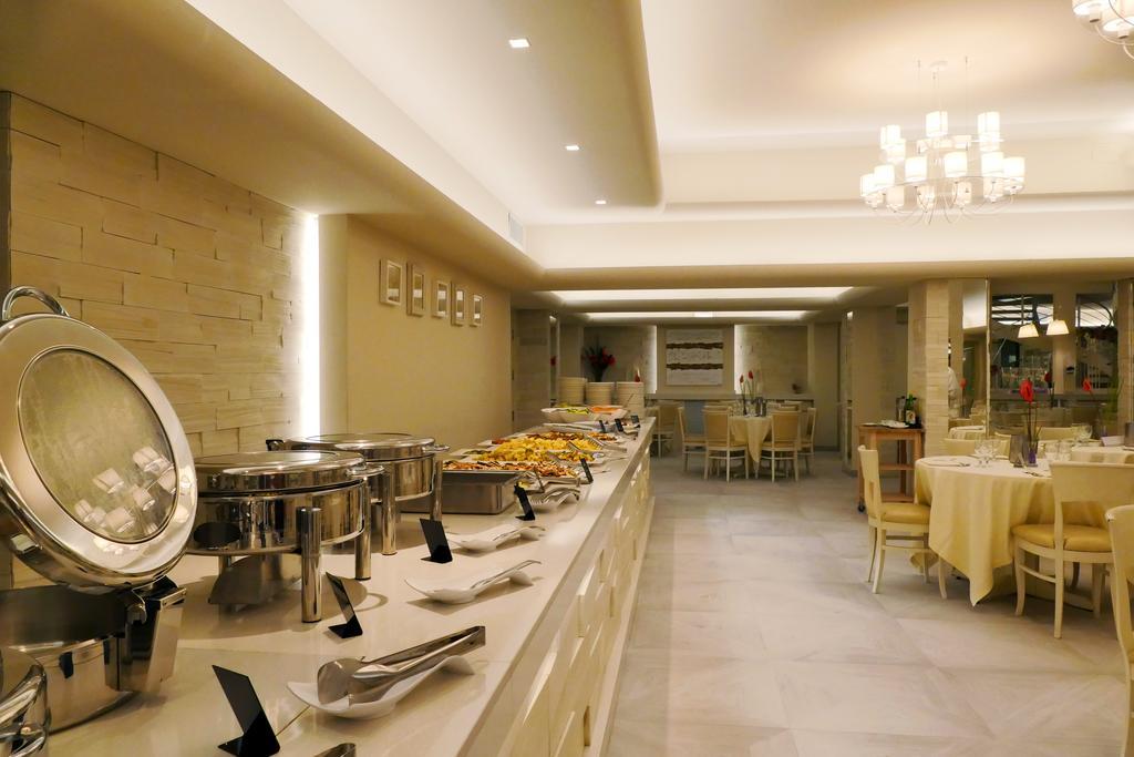 главный ресторан отеля Scoglio Della Galea