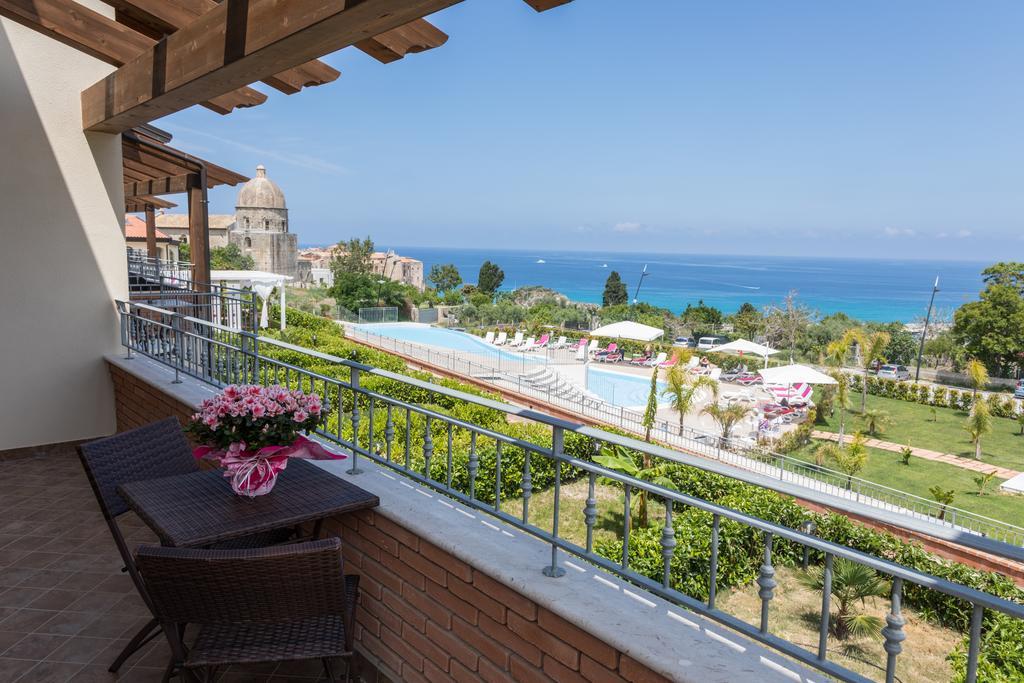 терраса номера отеля Cooee Michelizia Tropea Resort