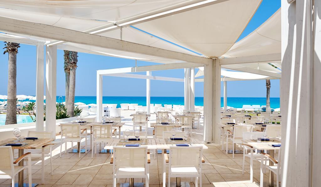 терраса ресторана отеля Capovaticano Resort Thalasso & Spa