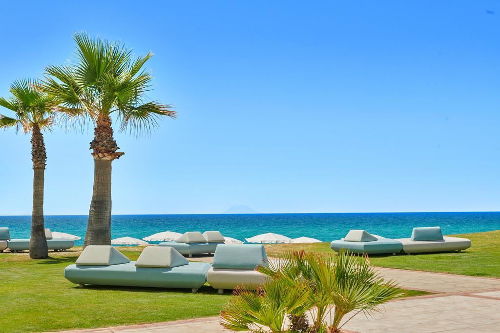 зона отдыха отеля Capovaticano Resort Thalasso & Spa