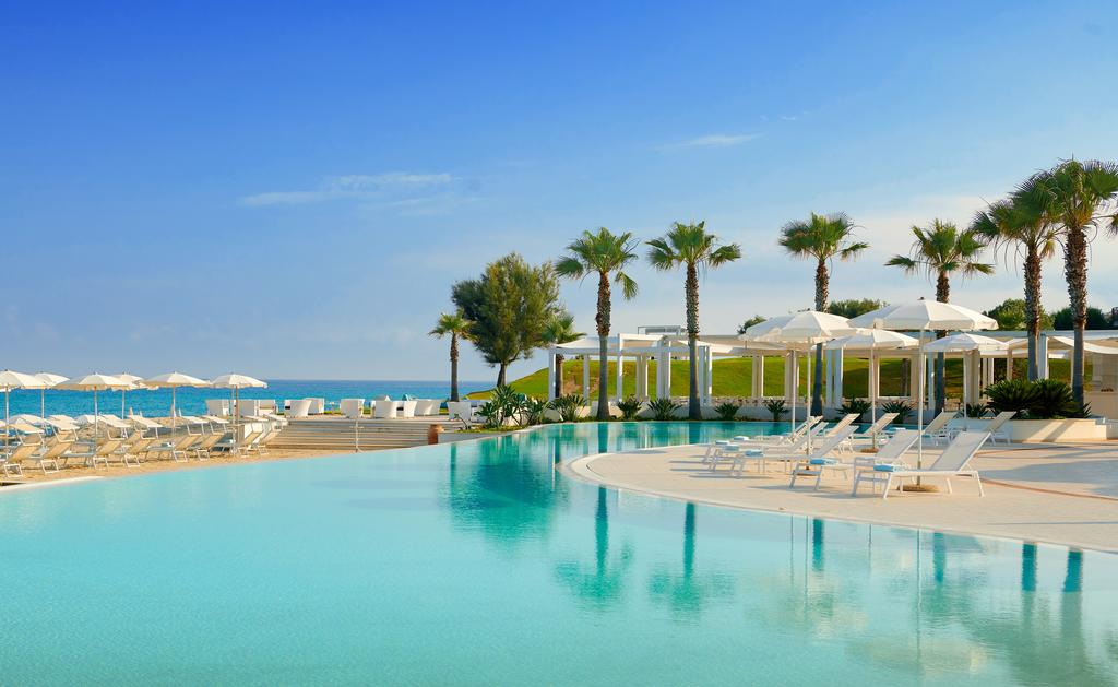 бассейн отеля Capovaticano Resort Thalasso & Spa