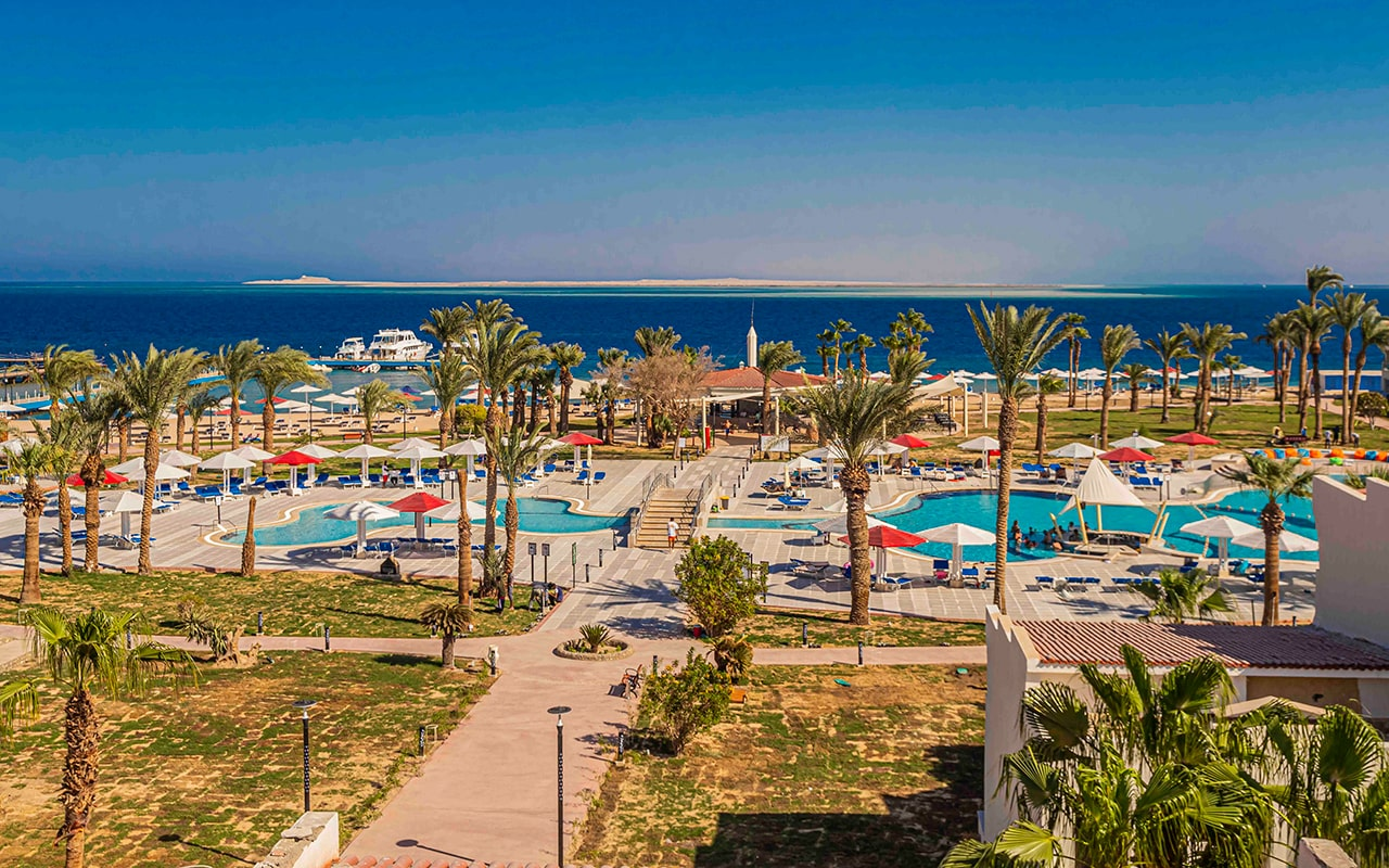 территория отеля Amarina Abu Soma Resort & Aquapark