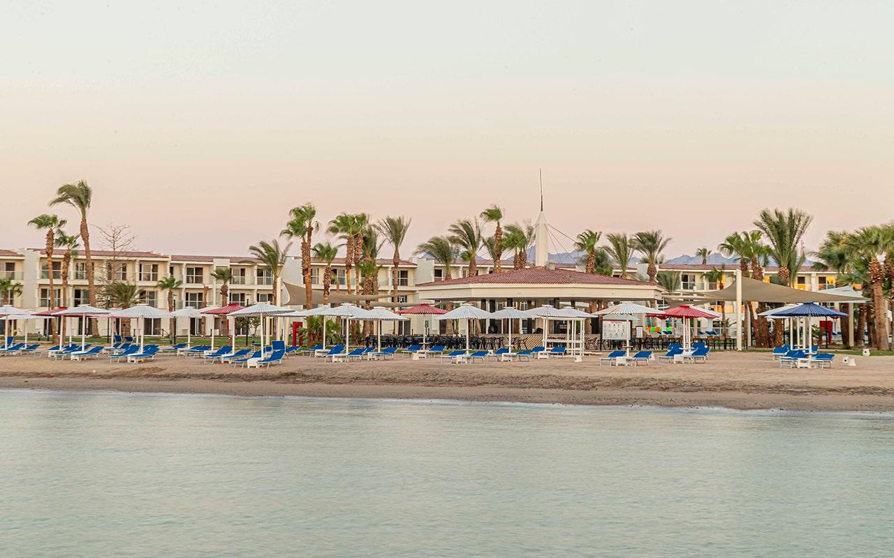 пляж отеля Amarina Abu Soma Resort & Aquapark